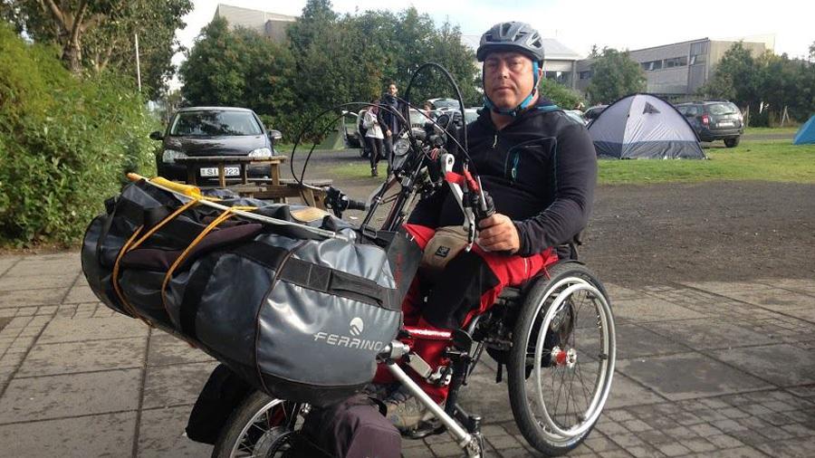 Carlos ya está en ruta por Islandia en silla de ruedas y handbike, juntamente con su hermano