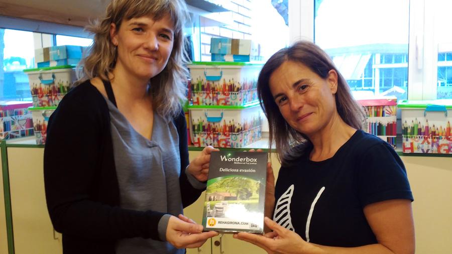 Entregamos el premio a Alba Sagués por haber ganado el sorteo SEFIP